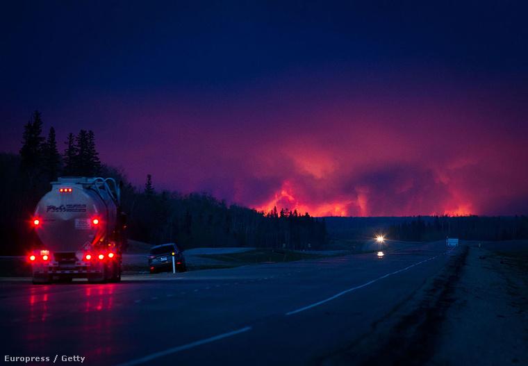 Napok óta ég az erdő a kanadai Fort McMurray városa körül, a tüzet nem tudják eloltani, Albertában szükségállapotot hirdettek.