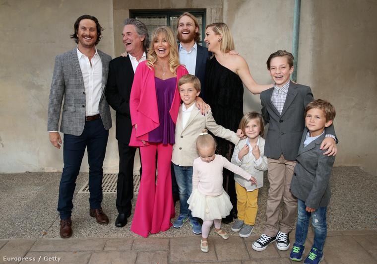 Pénteken volt a színésznő Love In For Kids  nevű jótékonysági gálája, ahol az egész család megjelent: papa, mama, gyerekek, unokák....