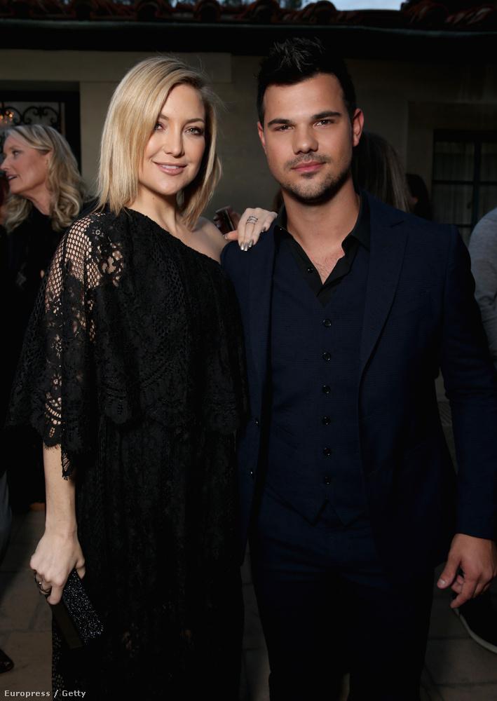 Nem tudni, de mindenki akart egy közös képet Taylor Lautnerrel