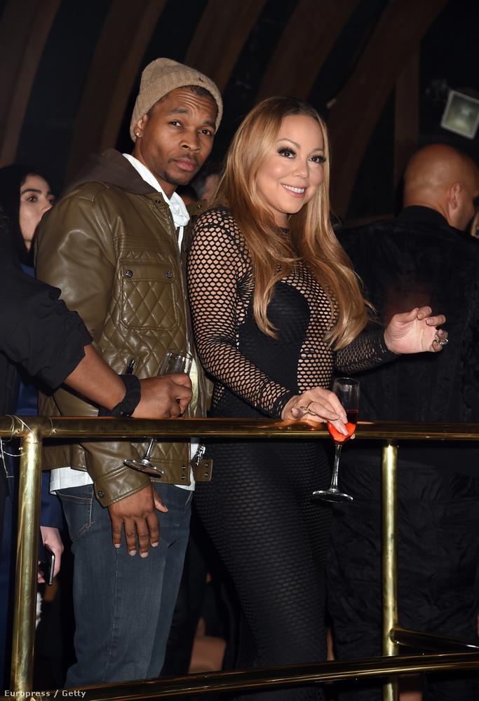 Az énekesnő mellett DJ KaCHfraze látható
