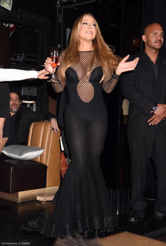 Mariah Carey pénteken hivatalos volt menedzsere, Stella Bulochnikov lányának bát micvájára, amit egy Los Angeles-i klubban tartottak.