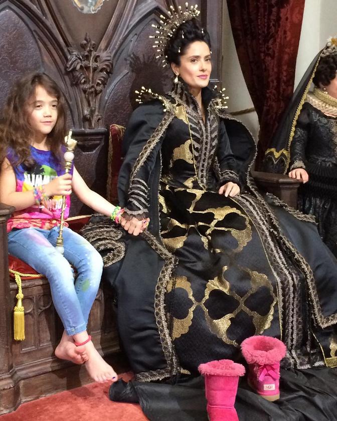 De nem mindenki az anyukájára gondolt: Salma Hayek azt mutatta meg, milyen, ha munkába viszi a lányát, mert ő így anyuka