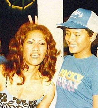 Dwayne Johnson testépítő-színész-apptulajdonos azt írta, hogy megkérte anyukáját, küldjön neki egy kedves fotót kettejükről