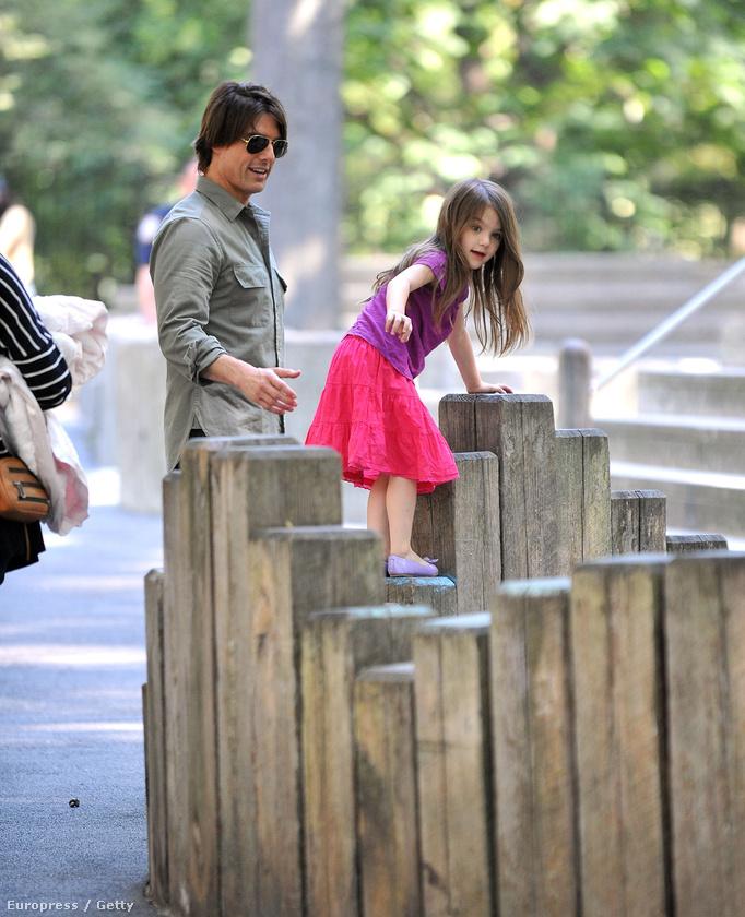 Amíg még házasok voltak, a színész sok időt töltött Katie Holmesszal és közös lányukkal: kirándulni, vidámparkba jártak.