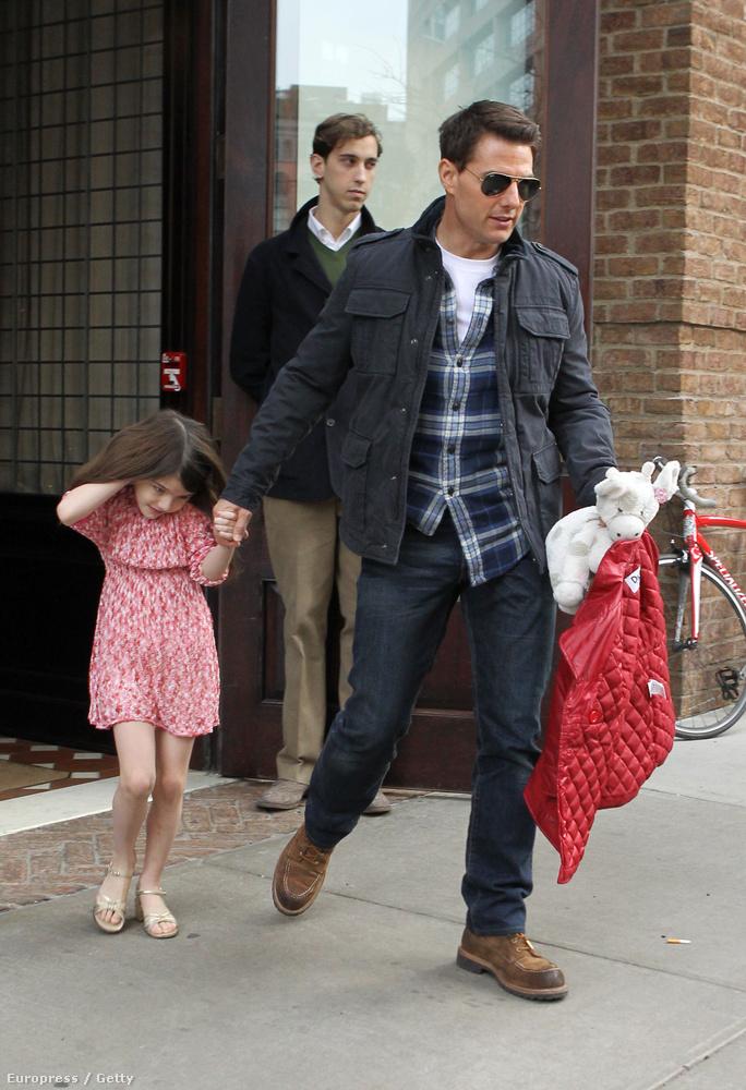 Azóta dolgozott New Orleansben is, és bár a színészeknél szokás a családot forgatásközelbe vinni (hogy mást ne említsünk, Ben Affleck és Jennifer Garner is rendszeresen csinálták-csinálják ezt), Cruise esetében semmi jel nem utal arra, hogy ez így lenne.