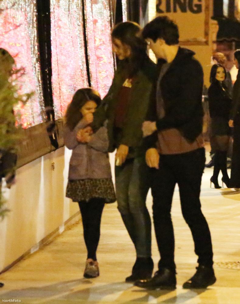 Eközben Holmes állítólag randizott néhányat Michael Cavadias színész-producerrel, amin a lánya is ott volt