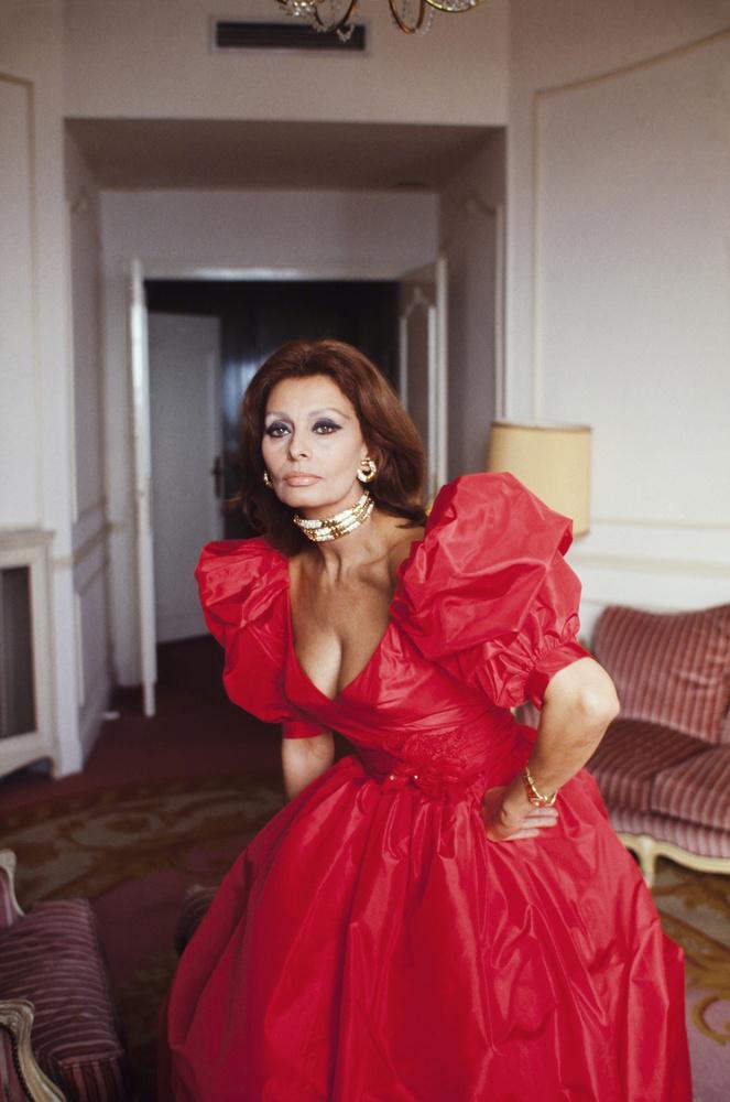 Ha már megmutattuk a piszkosul fiatal Sophia Lorent, itt egy 1983-as kép is a színésznőről