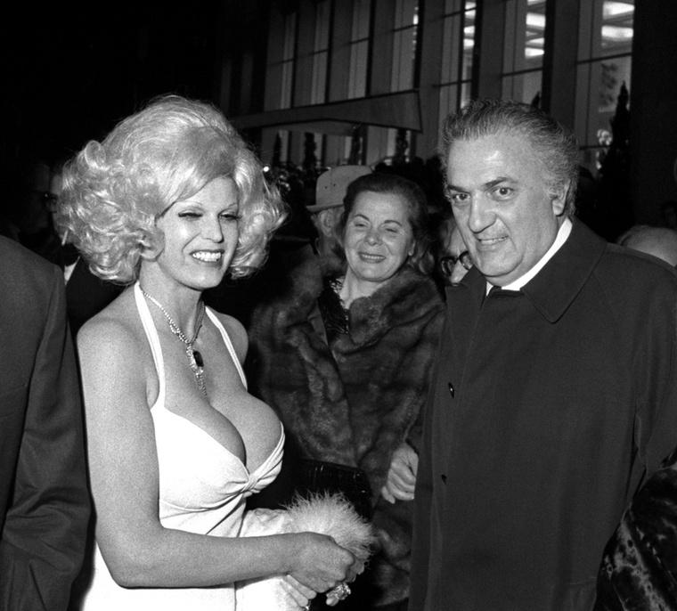 Federico Fellini vajon mennyi ideig tudta tartani a szemkontaktust Maria Vincenttel?!