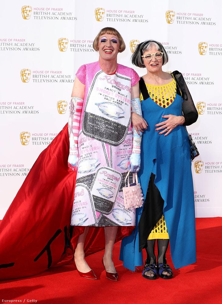 Na de nem csak a RuPaul's Drag Race-ből áll a transzvesztiták világa, a bal oldalon például Grayson Perry brit képzőművész látható