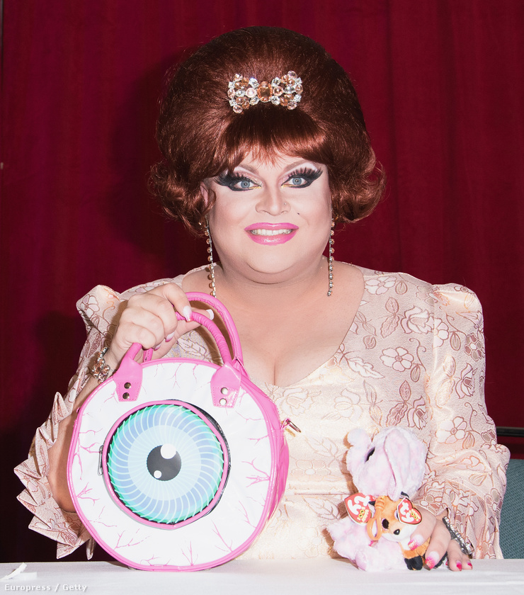 Ginger Minj egy elég félelmetes táskát hozott magával