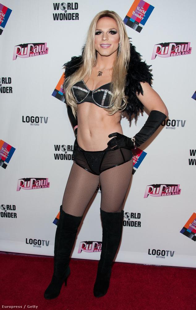 Ezen a régebbi képen egyébként sokkal jobban hasonlít Britney-re