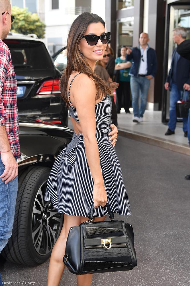 A színésznő évek óta nyújt stabil teljesítményt Cannes-ban, minimum azzal, hogy szexi ruházati anomáliákban jelenik meg,