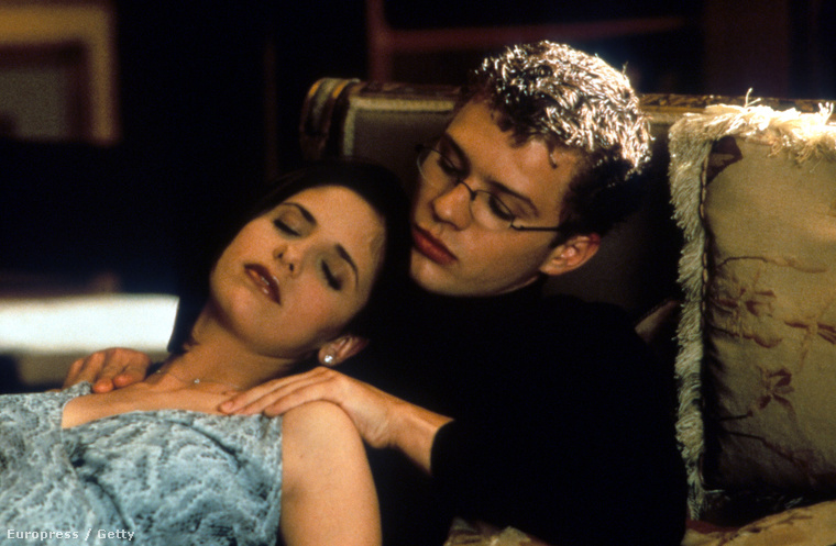 Sarah Michelle Gellar pedig pár éve már ismert volt a Buffy, a vámpírok réme c