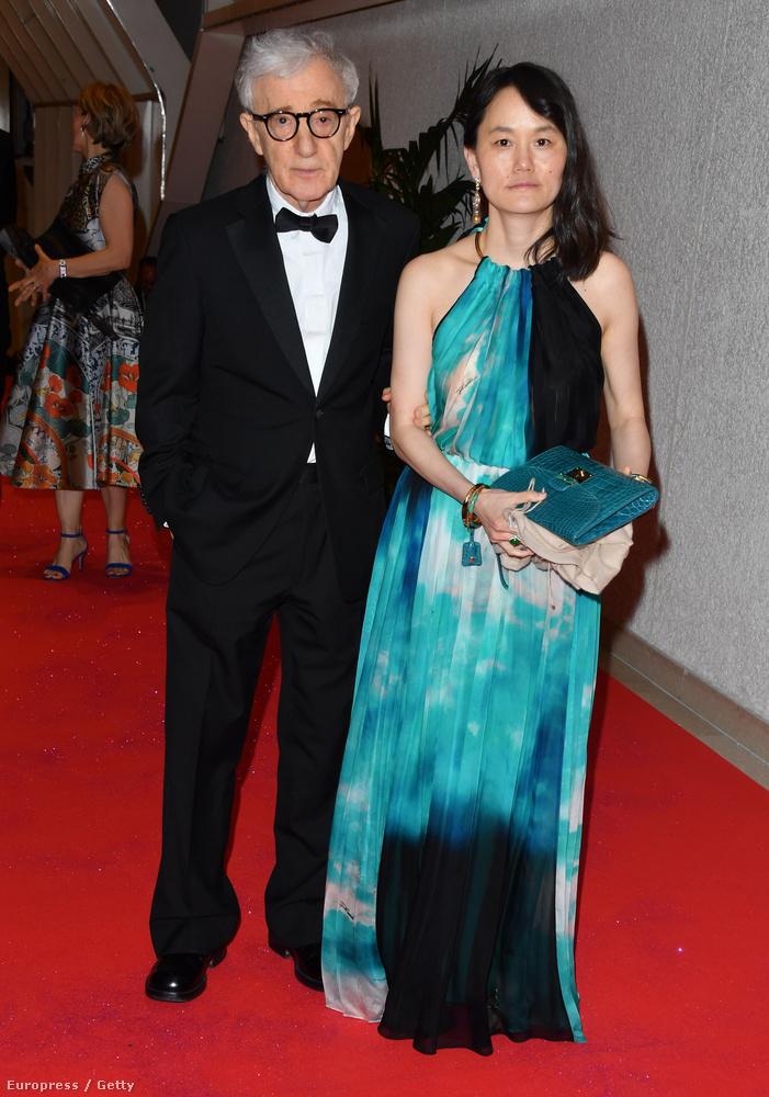 Woody Allen és felesége,  Soon-Yi Previn, akit kislányként Mia Farrow-val közösen neveltek