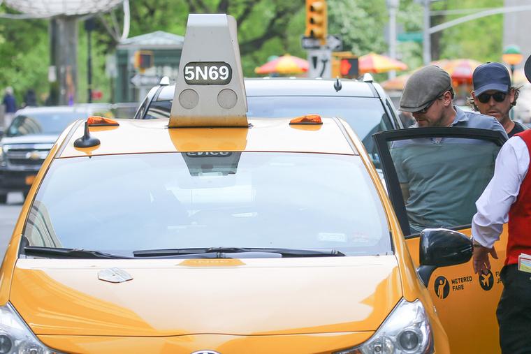 Végül taxiba be, DiCaprio el.