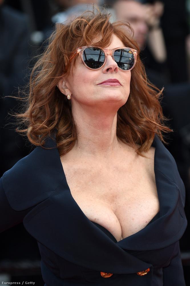 Naná, hogy Susan Sarandon is ott van Cannes-ban és persze, hogy a 69 éves színésznő most is ragyog.