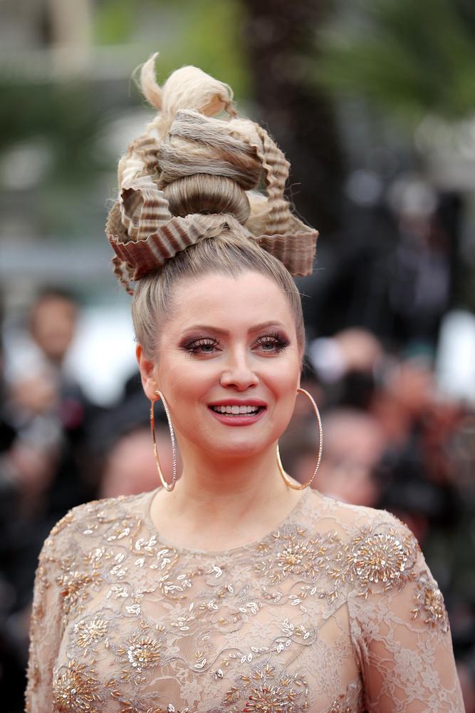 Az már bizonyos, hogy Elena Lenina szereti kreppelni a haját