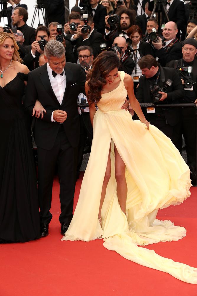 Amal Clooney-nak meggyűlt a baja a széllel,