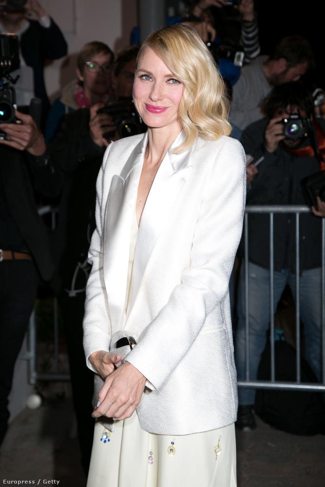 És végül Naomi Watts is elment a vacsorára,  most sokkal visszafogottabban, mint korábban