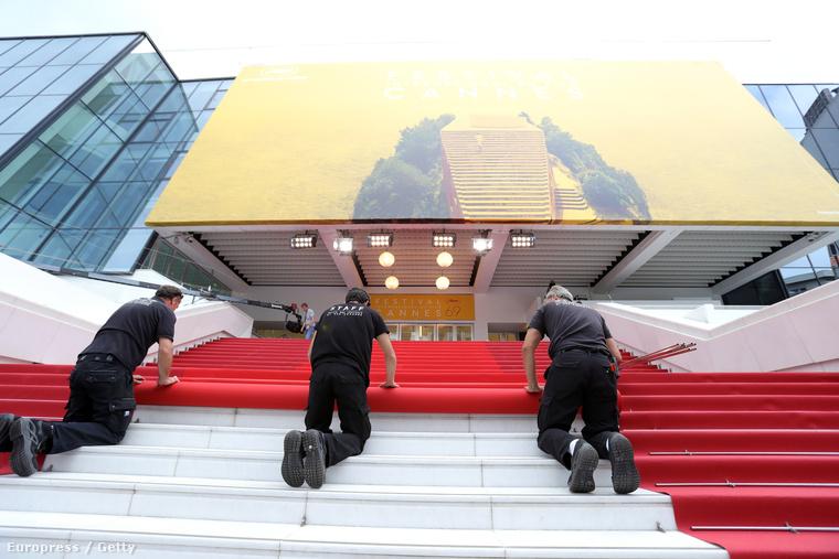 Hanem az igazi cannes-i luxusra, ami a vörös szőnyeggel kezdődik