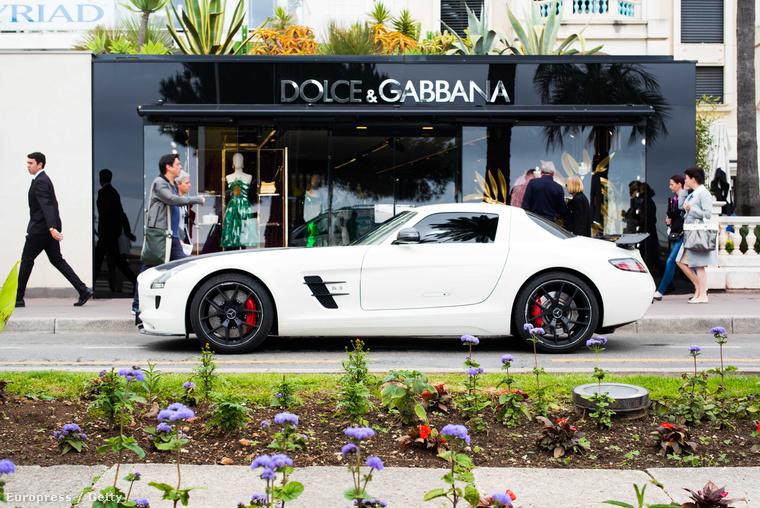 Vagy leparkol a Dolce & Gabbana elé