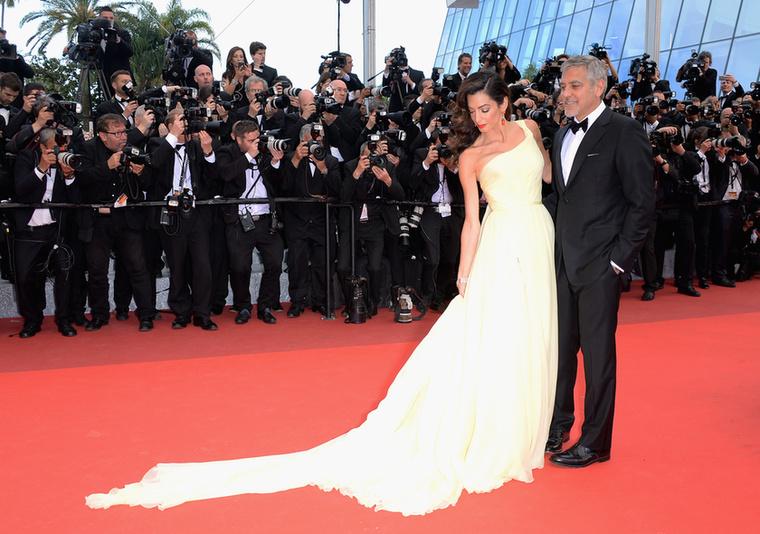 Amal Clooney pedig csodás