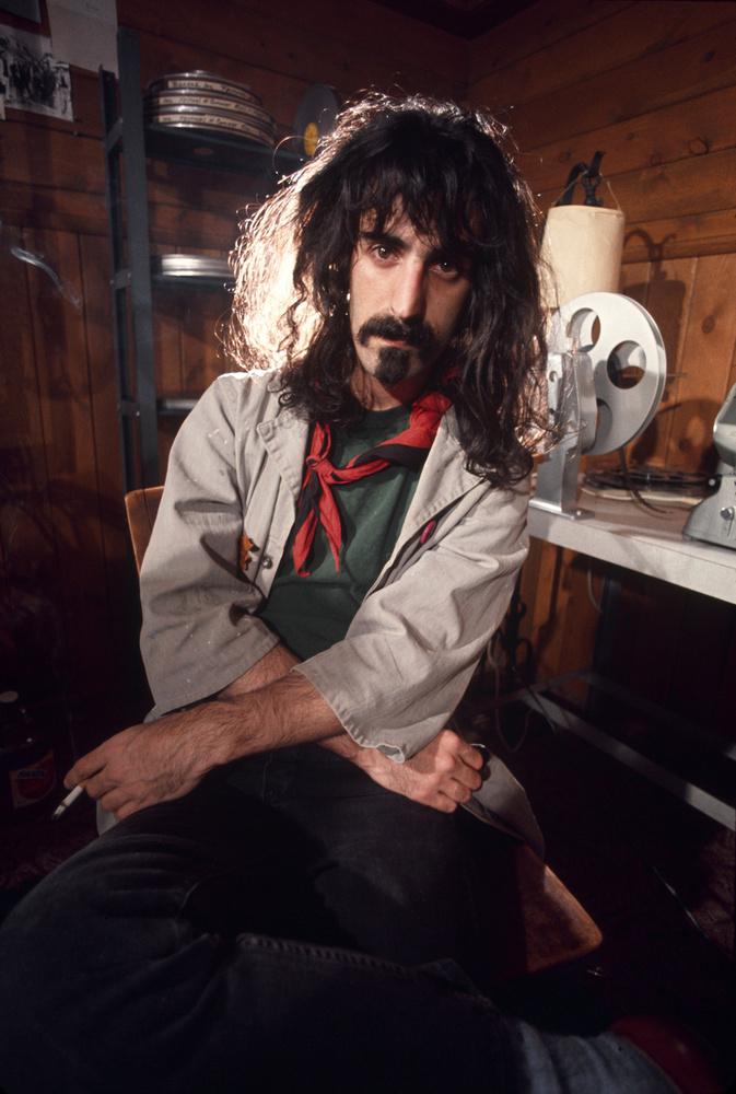 Frank Zappa a saját házában kialakított stúdiójában.