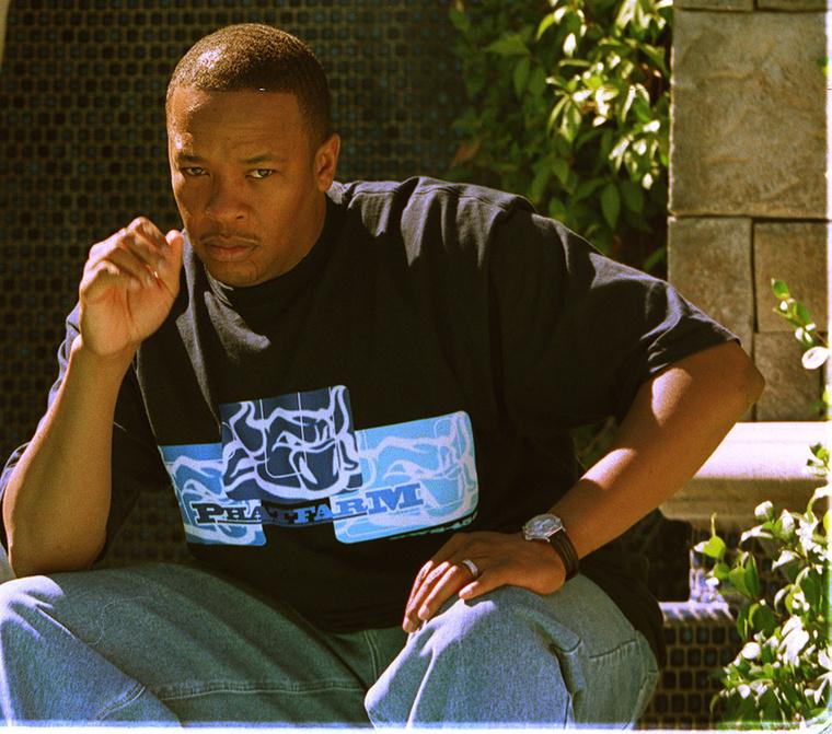 Dr Dre a háza előtt még 1999-ben.