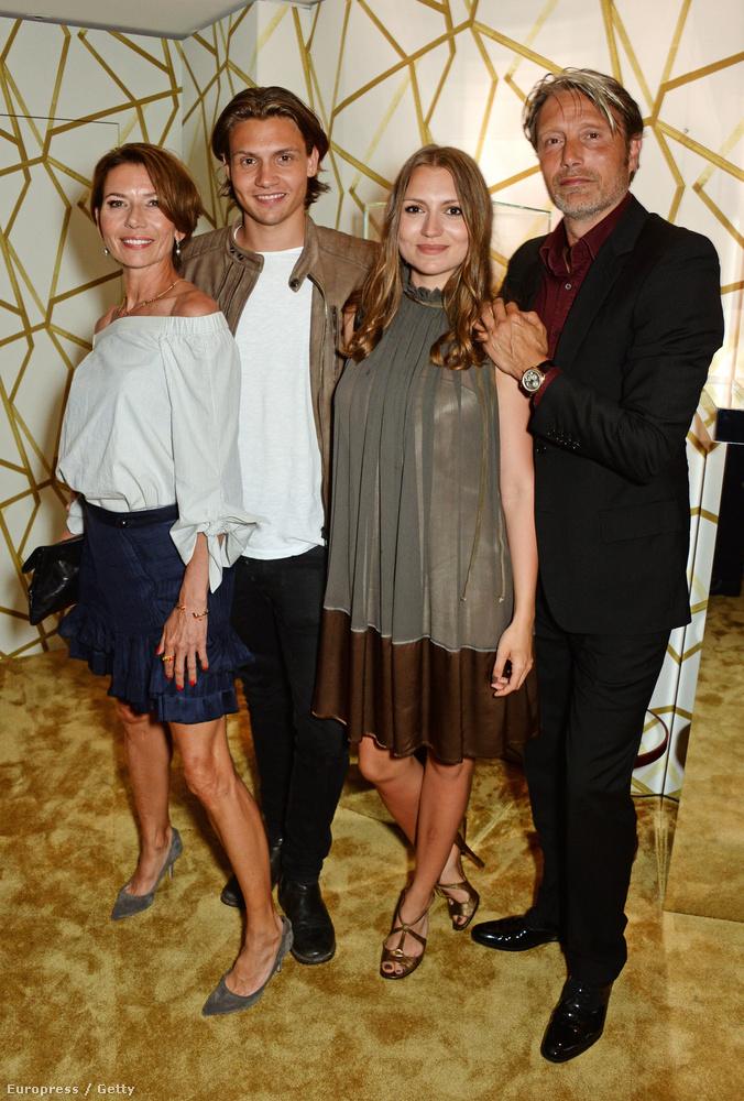 A család a Chopard és az Abelle's nevű klub közös eseményén jelent meg együtt, de  a színész és felesége