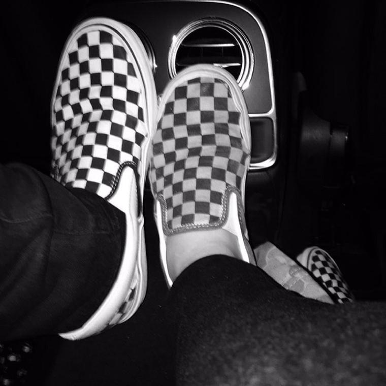 Van egyen cipőjük