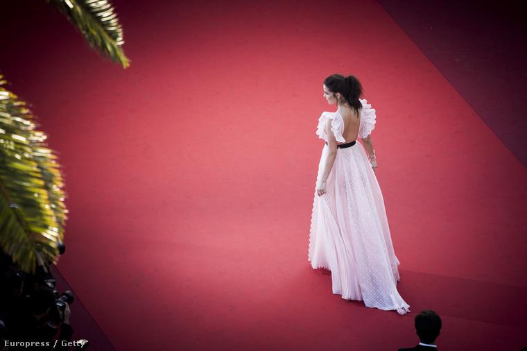 Szerencsére a magyar modellről is készültek olyan hibátlan képek, mint a 2015-ös Cannes-i Filmfesztiválon a Hollywood-i színészekről