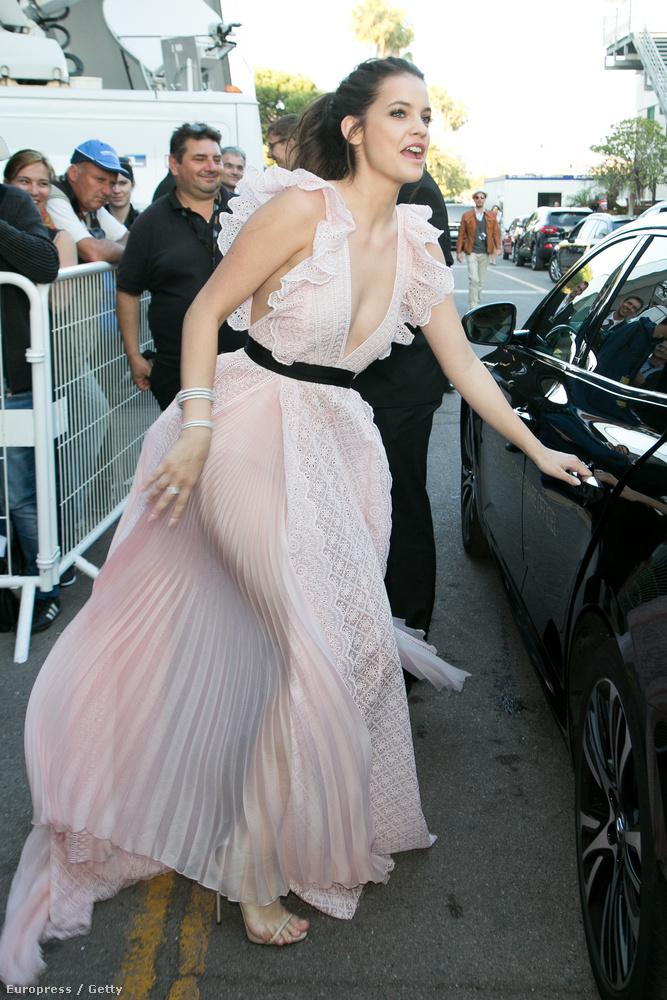 A magyar modell egyébként a L'Oreál képvieseletében járt Cannes-ban, hisz ő a márka egyik arca