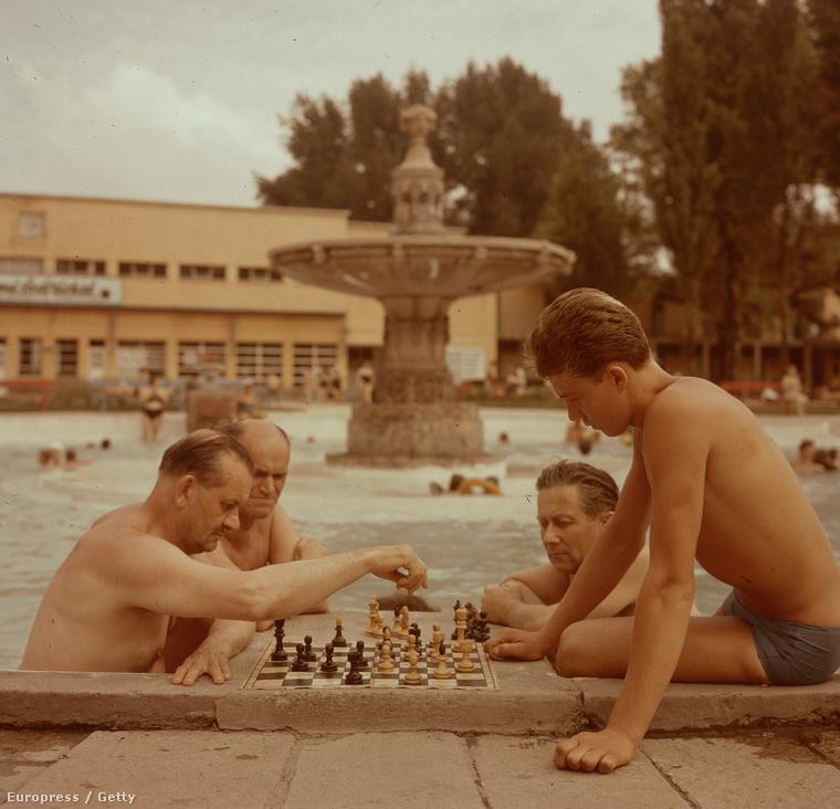 Nem csak a Széchenyi fürdőben sakkoztak régen