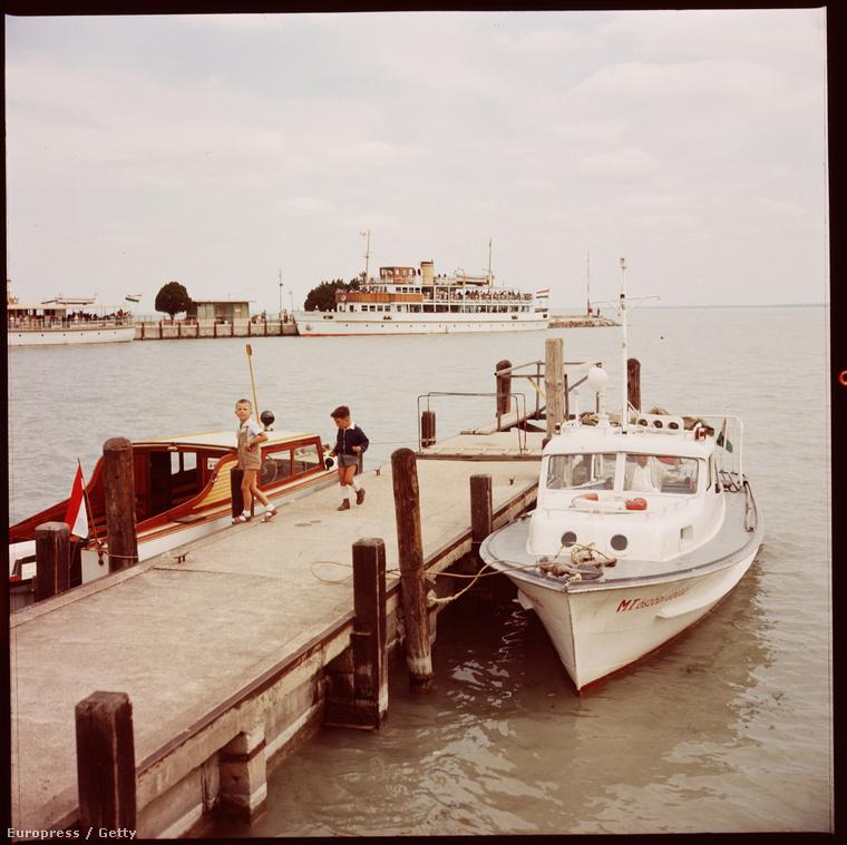 Ez például a kikötő Tihanyban