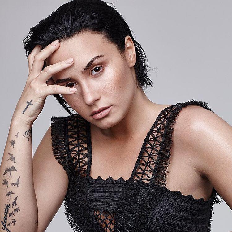Demi Lovato a Refinery 29 magazinnak adott egy interjút és hozzá egy nagyon szexi fotósorozat is készült róla