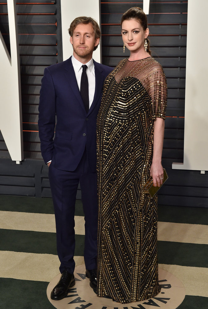 Anne Hathawayről sokáig csak pletykálták, hogy babát vár, de hivatalosan nem erősítették meg a férjével, Adam Shulmannal