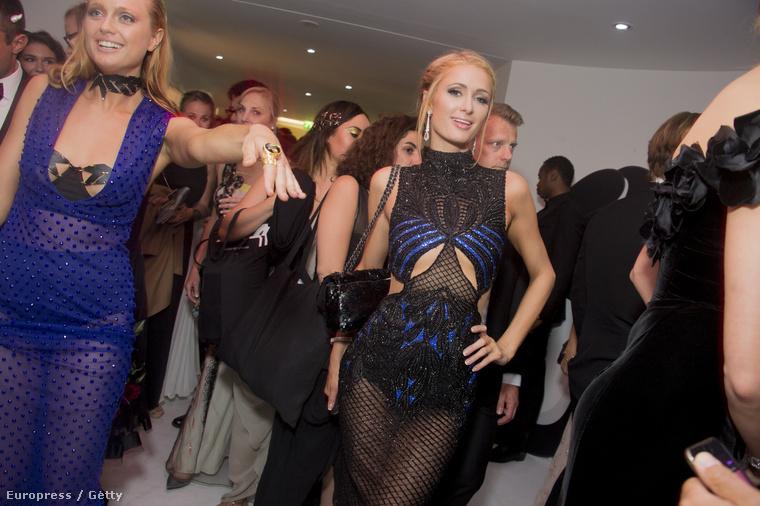 Paris Hilton még mindig nem tud semmit, csak furán pózolni átlátszó ruhákban?Igen, úgyhogy vele sem foglalkozunk most.