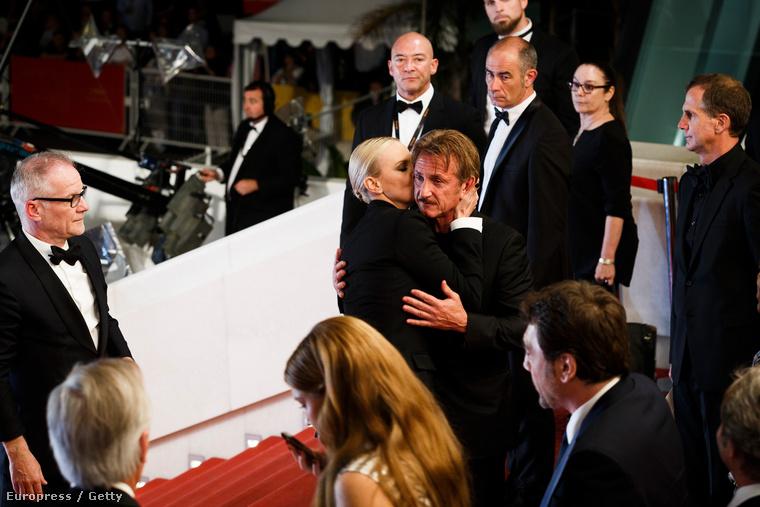 Valamit mondott Sean Penn-nek.