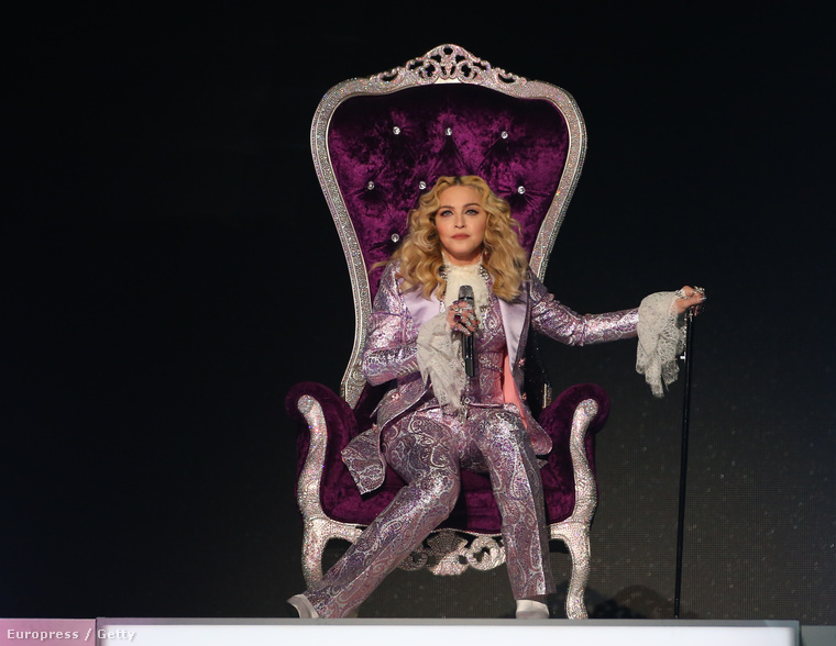 A Billboard Music Awardson Madonnáé volt a megtiszteltetés, hogy egy Prince dalaiból álló zenei blokkal búcsúztassa a közelmúltban elhunyt zenészt.