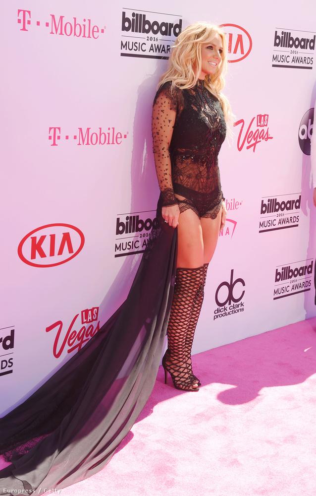 Britney Spears se öltözött túl aznap este