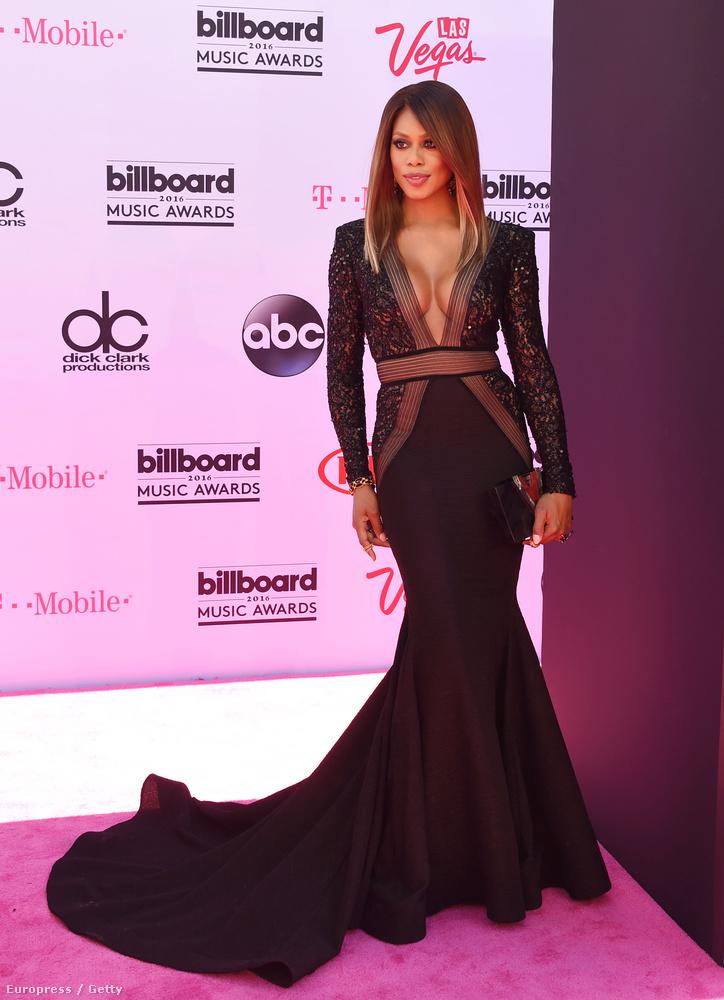 Sorba állítottuk a Billboard Music Awards gálaest vörösszőnyegen felvonult celebjei közül a leginkább figyelemre méltókat, méghozzá a telitalálatoktól kezdve a háááát-kategóriásokon keresztül az objektíve nemtúljókig