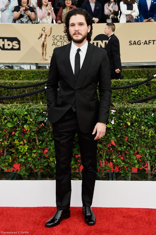 A Jon Snow-t alakító Kit Harington tíz centivel alacsonyabb,