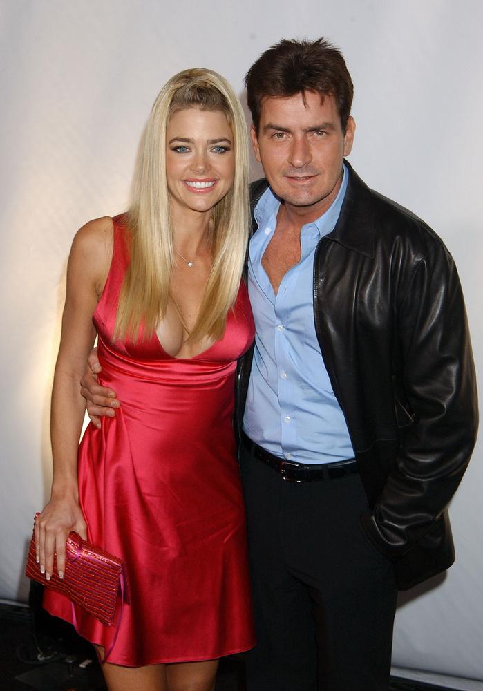 Az meg a végén nem is kérdéses, hogy Charlie Sheen válása miért következett be, és miért zajlott olyan nehézkesen