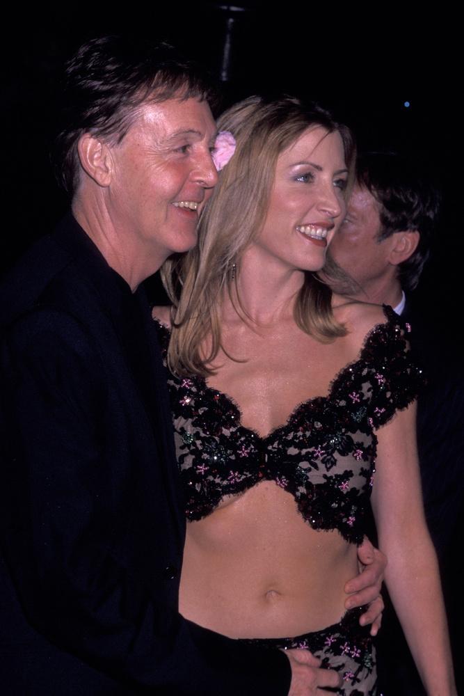 Mills mindennek elmondta McCartney-t, majd 2008-ban távozott a bíróságról egy 48 millió dolláros csekkel, amit volt férje írt neki