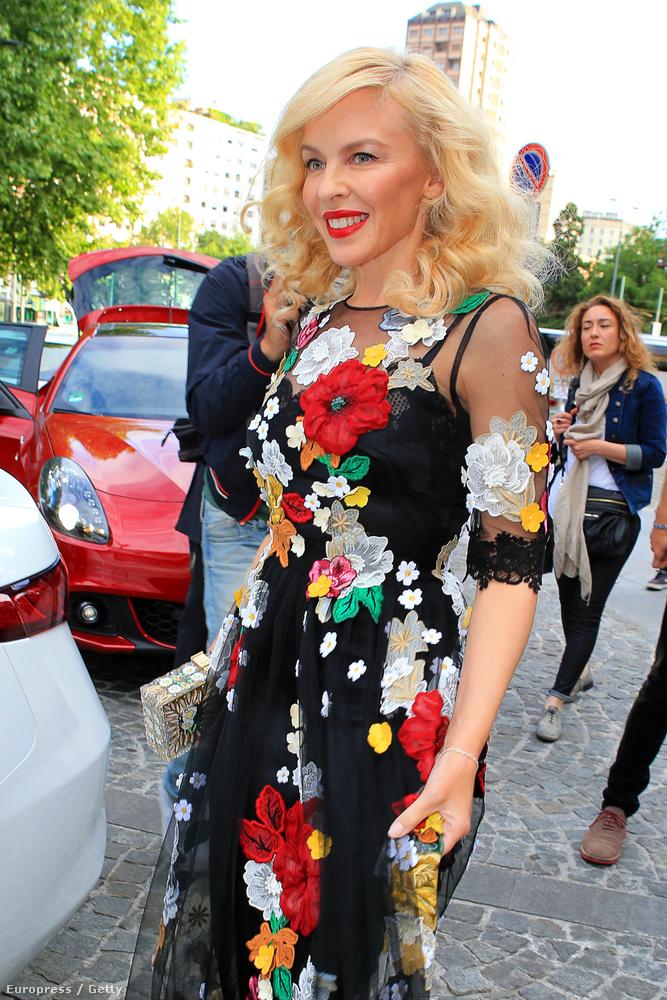 Minogue az egyik jó példa arra, hogy lehet szépen is megközelíteni az ötödik x-et.