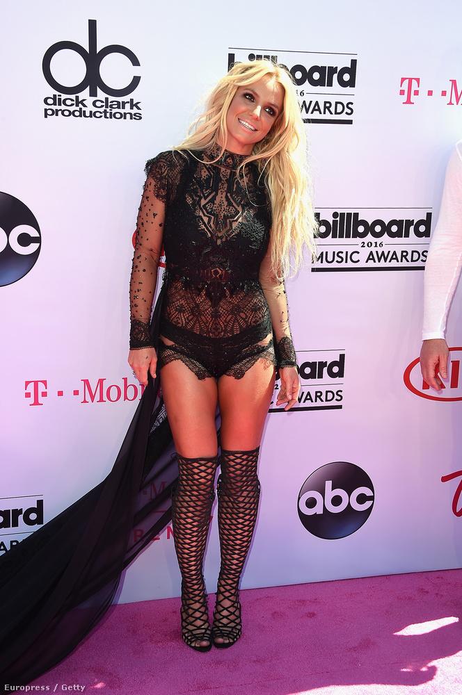 A Billboard díjátadóján mintha hiányzott volna a szoknyája egy része