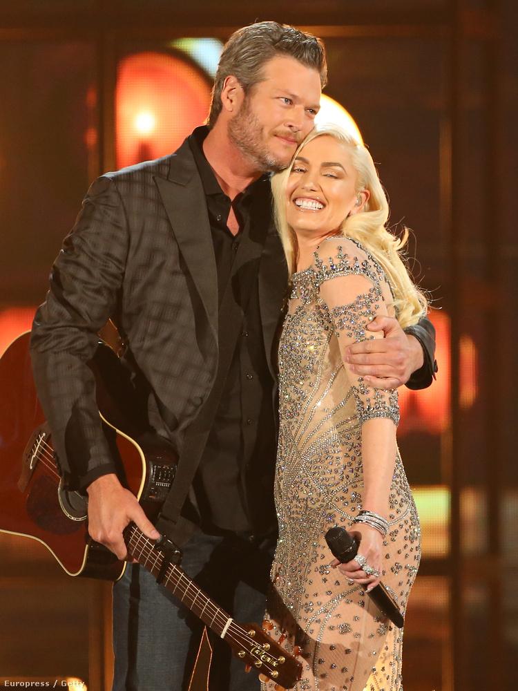 Ha egy pillanatig kételkedett volna Gwen Stefani és Blake Shelton szerelmében, ne tegye! Továbbra is gyakran ölelkeznek, a gitár csak a ráadás