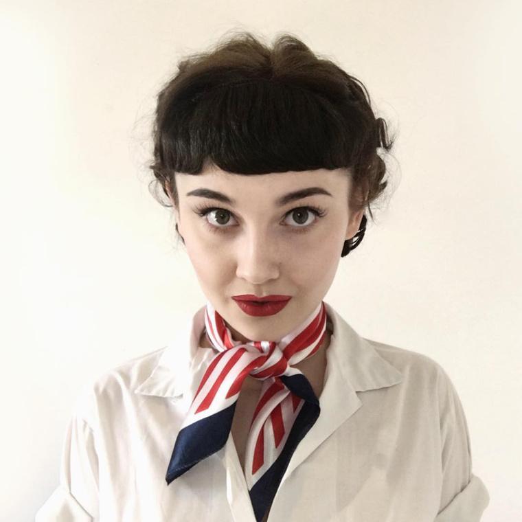 ...mint például Audrey Hepburn.Egy kis sminkkel, pár korhű ruhával és jó beállítással ugyanúgy néz ki