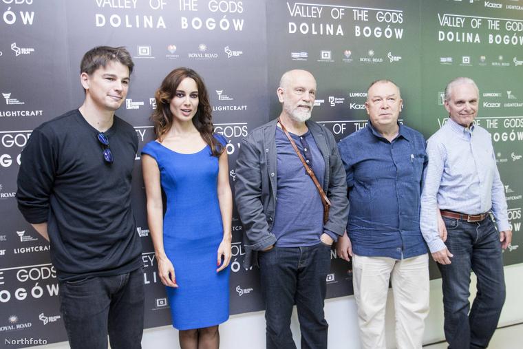 A 62 éves John Malkovich a készülőfélben lévő új filmjének, a Valley of the Gods-nak a sajtótájékoztatóján járt