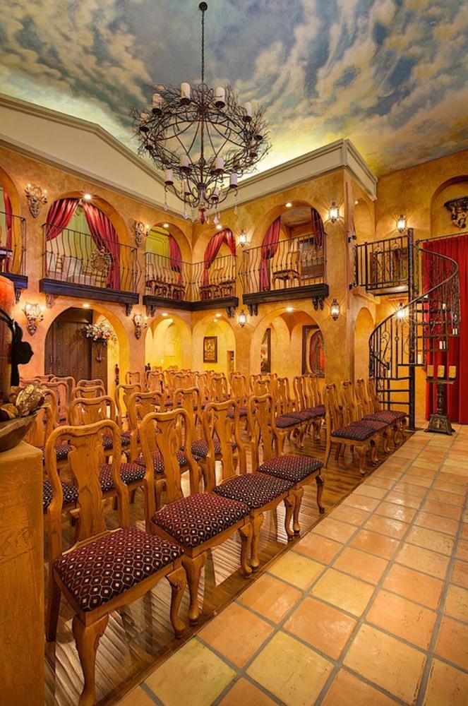 Az ingatlanhoz egy saját kápolna is tartozik